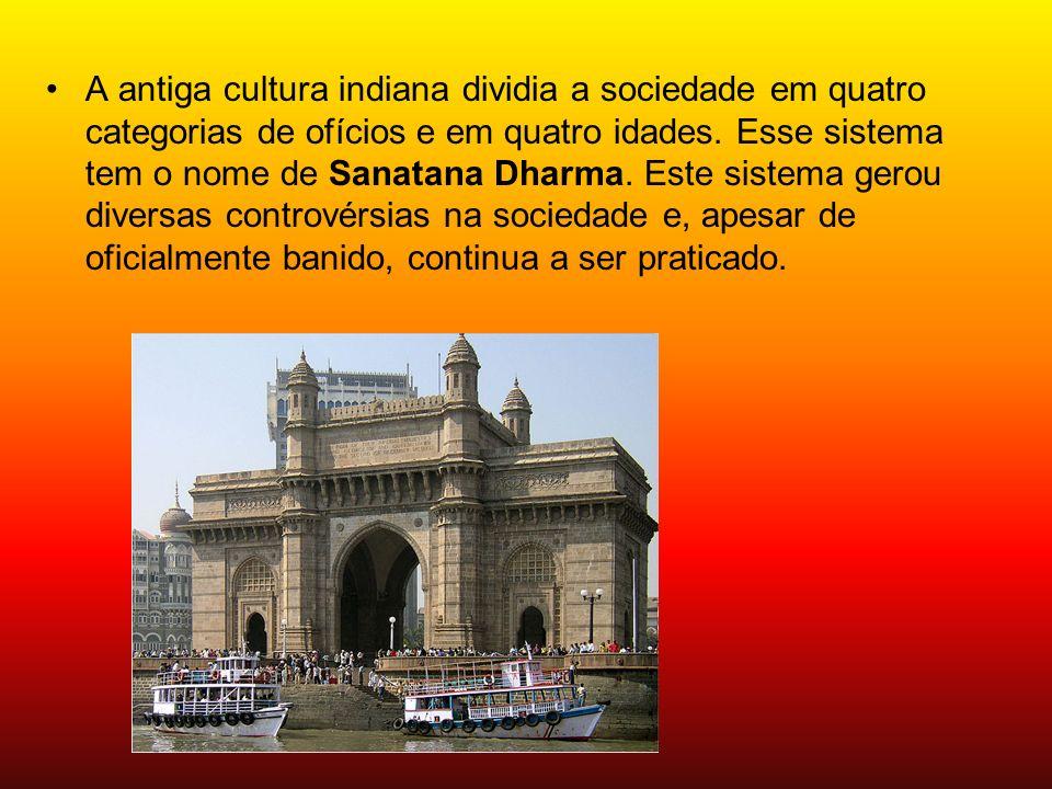 A antiga cultura indiana dividia a sociedade em quatro categorias de ofícios e em quatro idades.