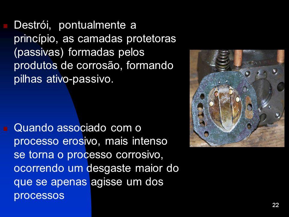 Destrói, pontualmente a princípio, as camadas protetoras (passivas) formadas pelos produtos de corrosão, formando pilhas ativo-passivo.
