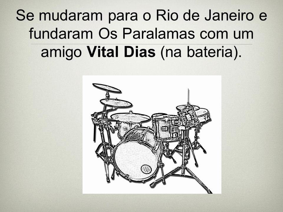 Se mudaram para o Rio de Janeiro e fundaram Os Paralamas com um amigo Vital Dias (na bateria).