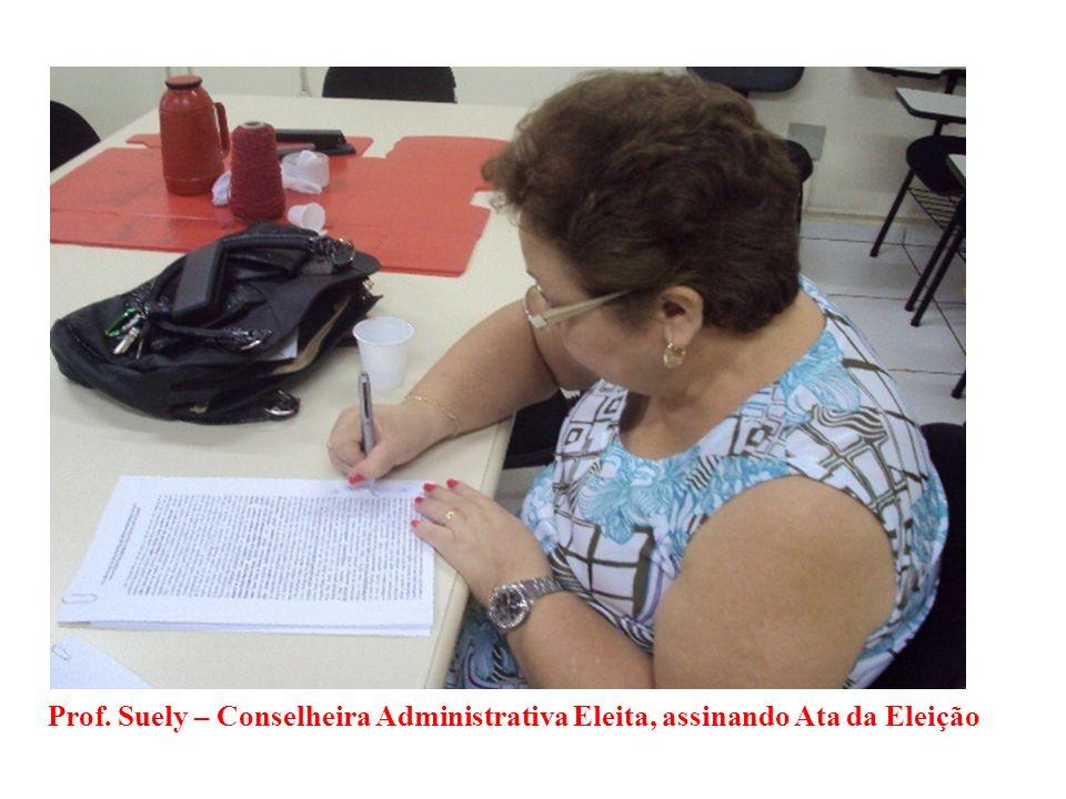 Prof. Suely – Conselheira Administrativa Eleita, assinando Ata da Eleição