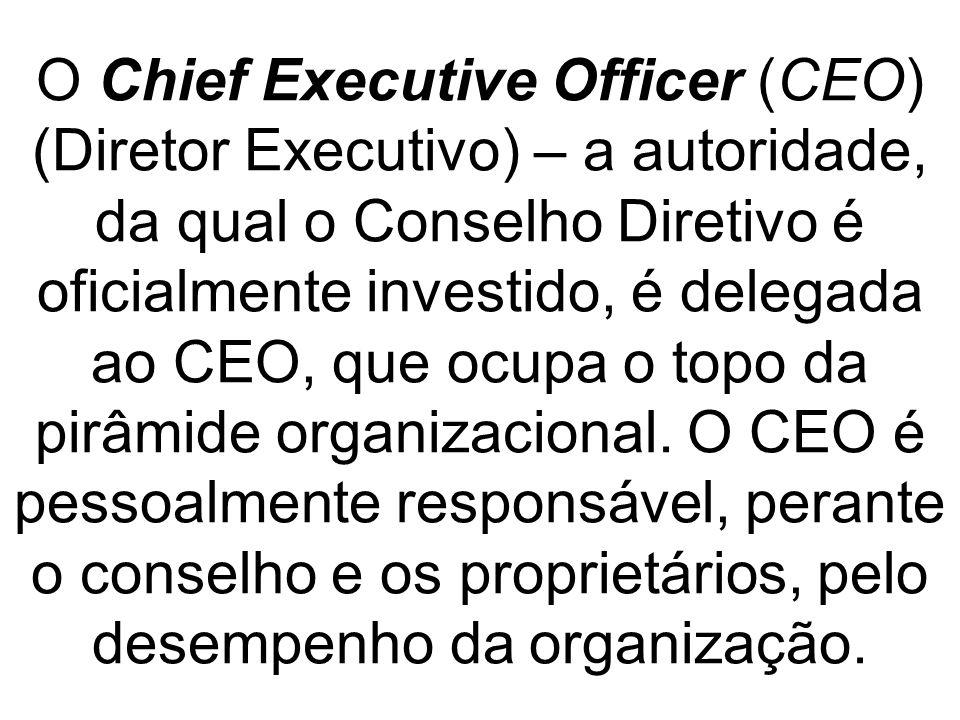 O Chief Executive Officer (CEO) (Diretor Executivo) – a autoridade, da qual o Conselho Diretivo é oficialmente investido, é delegada ao CEO, que ocupa o topo da pirâmide organizacional.