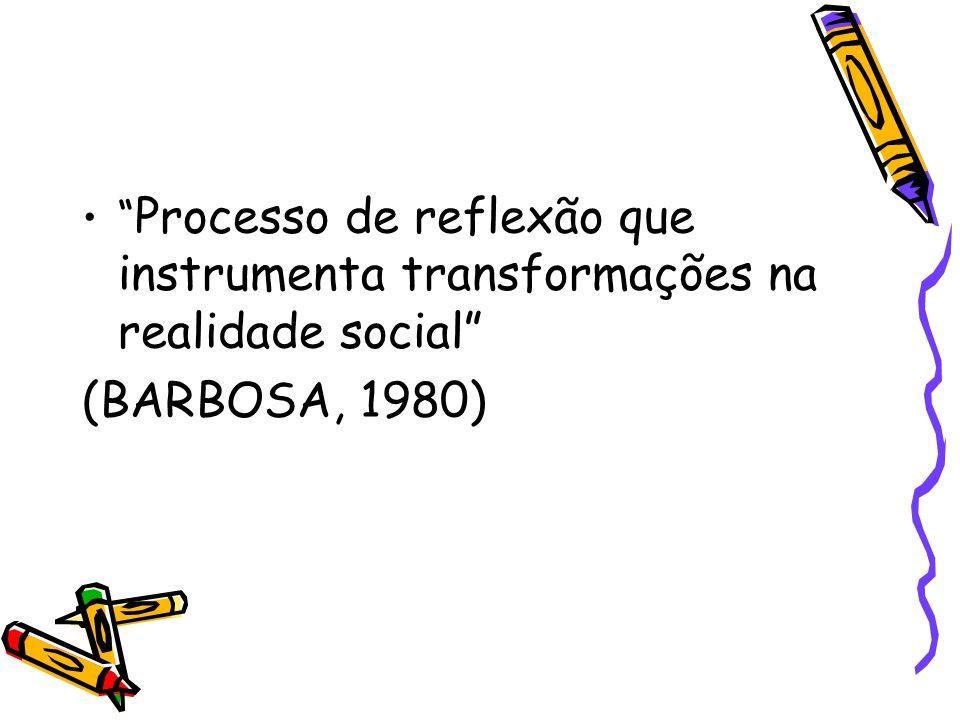 Processo de reflexão que instrumenta transformações na realidade social