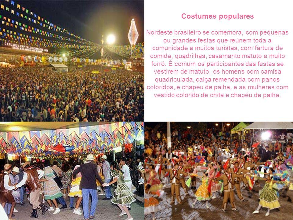 Costumes populares Nordeste brasileiro se comemora, com pequenas ou grandes festas que reúnem toda a comunidade e muitos turistas, com fartura de comida, quadrilhas, casamento matuto e muito forró.