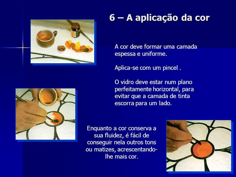 6 – A aplicação da cor A cor deve formar uma camada espessa e uniforme. Aplica-se com um pincel .