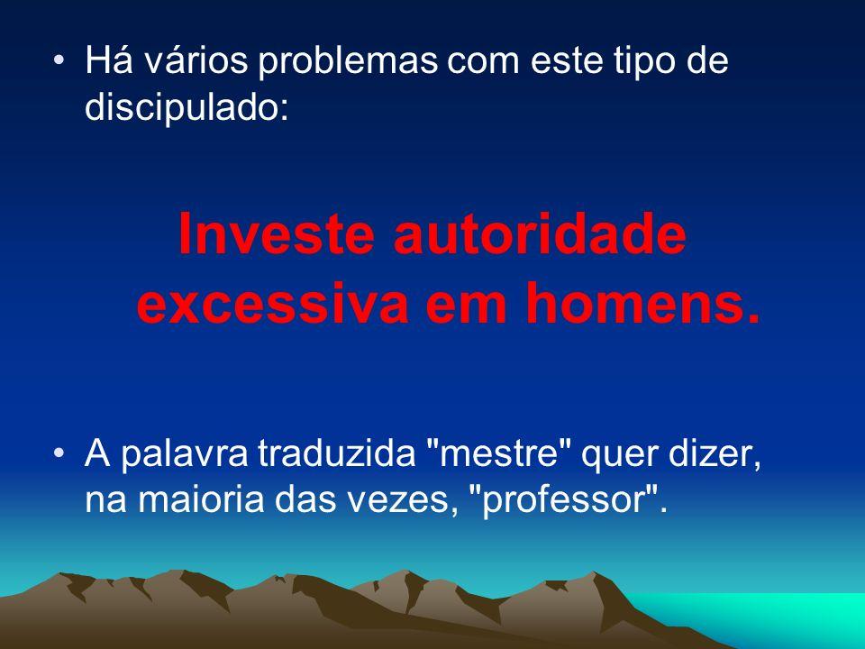 Investe autoridade excessiva em homens.