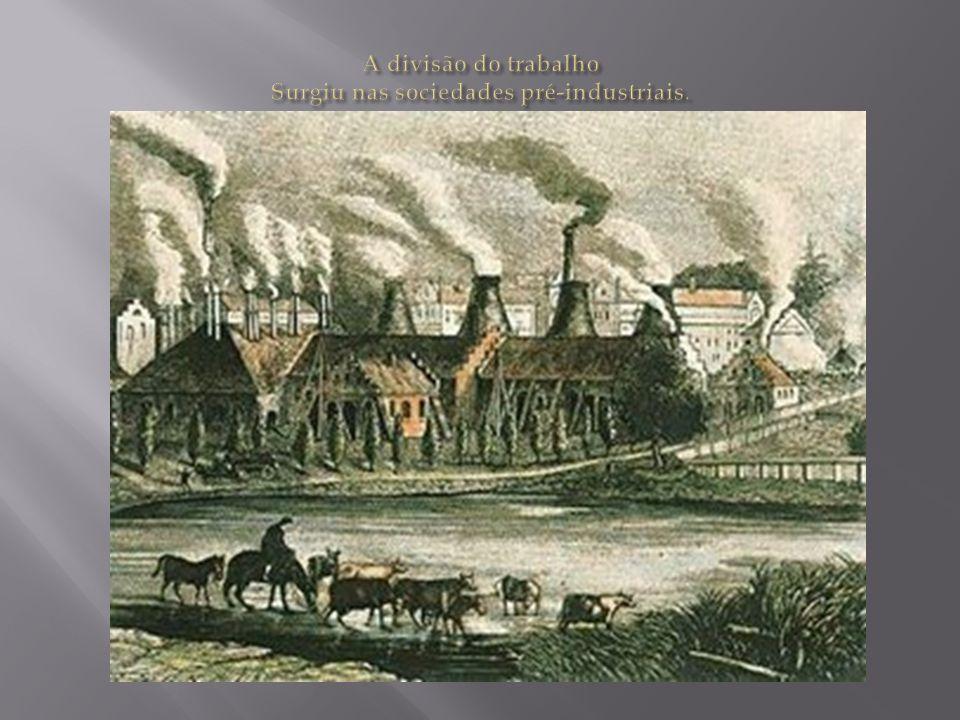 A divisão do trabalho Surgiu nas sociedades pré-industriais.