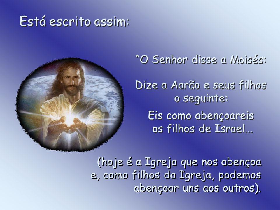 Está escrito assim: O Senhor disse a Moisés: