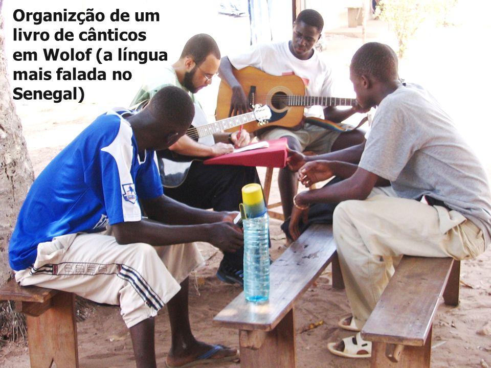 Organizção de um livro de cânticos em Wolof (a língua mais falada no Senegal)