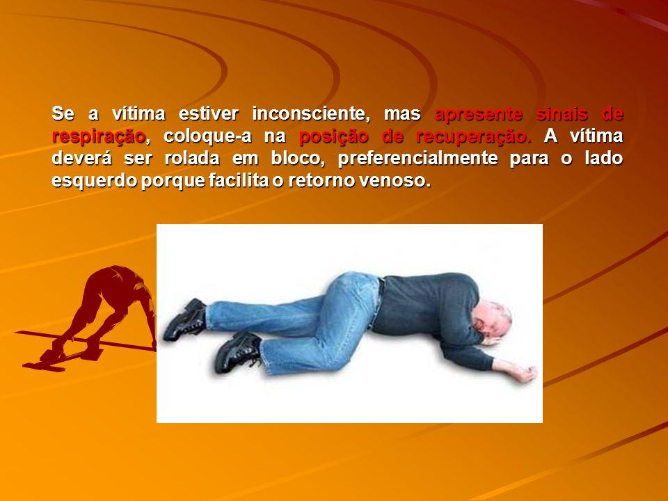 Se a vítima estiver inconsciente, mas apresente sinais de respiração, coloque-a na posição de recuperação.