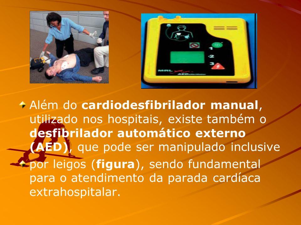 Além do cardiodesfibrilador manual, utilizado nos hospitais, existe também o desfibrilador automático externo (AED), que pode ser manipulado inclusive