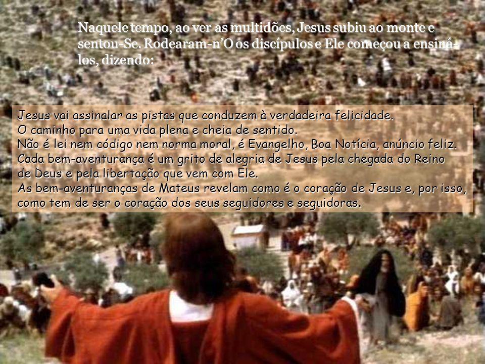Naquele tempo, ao ver as multidões, Jesus subiu ao monte e sentou-Se