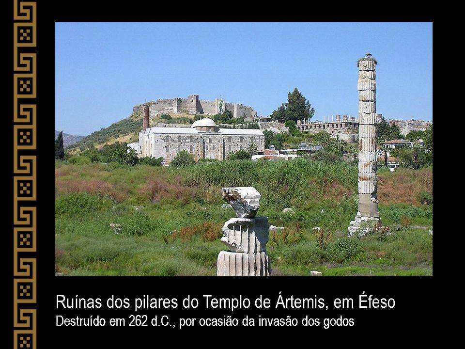 Ruínas dos pilares do Templo de Ártemis, em Éfeso