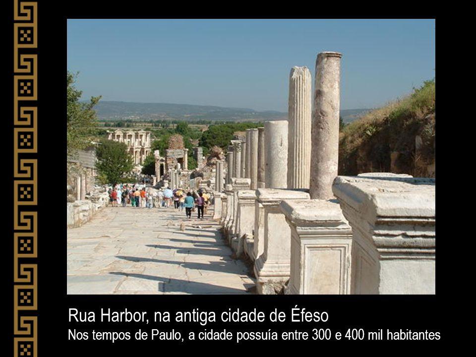 Rua Harbor, na antiga cidade de Éfeso