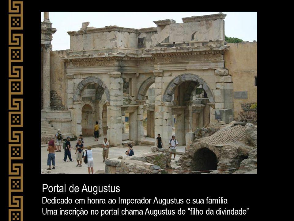 Portal de Augustus Dedicado em honra ao Imperador Augustus e sua família.