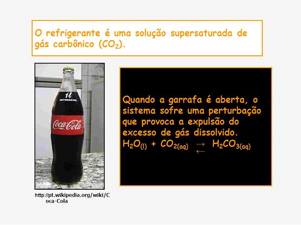 O refrigerante é uma solução supersaturada de gás carbônico (CO2).