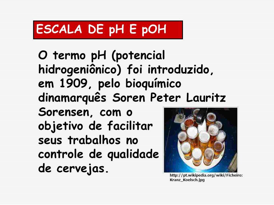 ESCALA DE pH E pOH O termo pH (potencial hidrogeniônico) foi introduzido, em 1909, pelo bioquímico dinamarquês Soren Peter Lauritz Sorensen, com o.