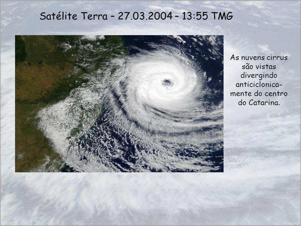 Satélite Terra – 27.03.2004 – 13:55 TMG As nuvens cirrus são vistas divergindo anticiclonica-mente do centro do Catarina.