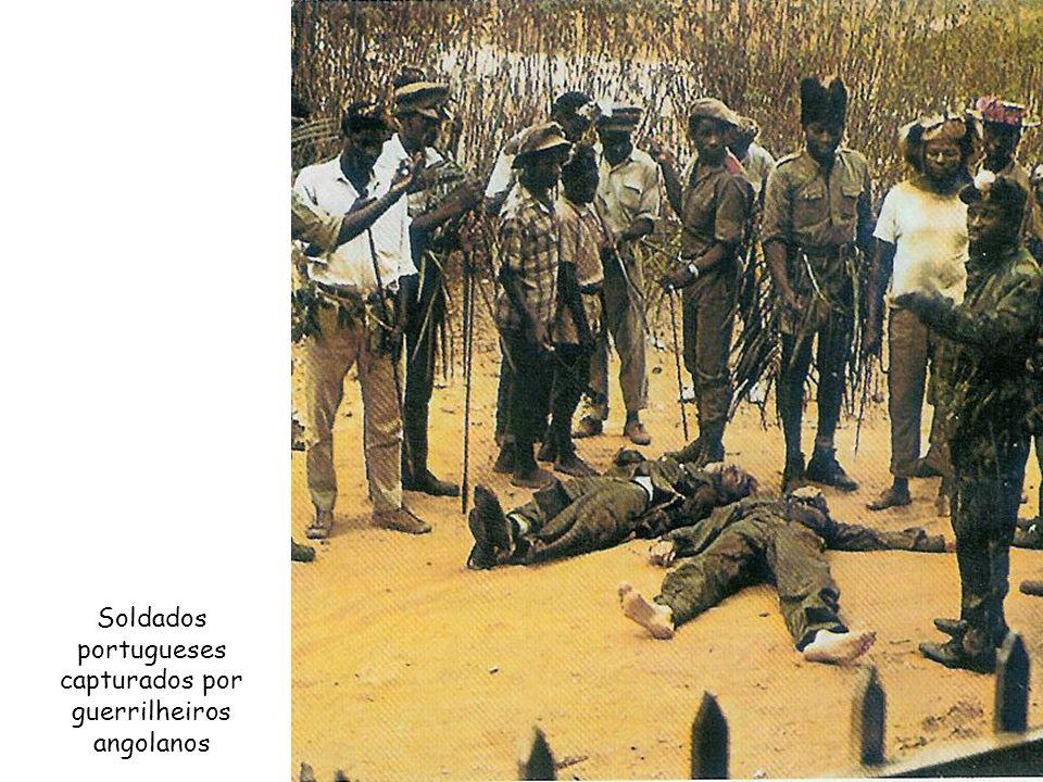 Soldados portugueses capturados por guerrilheiros angolanos