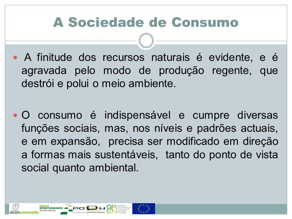 A Sociedade de Consumo A finitude dos recursos naturais é evidente, e é agravada pelo modo de produção regente, que destrói e polui o meio ambiente.