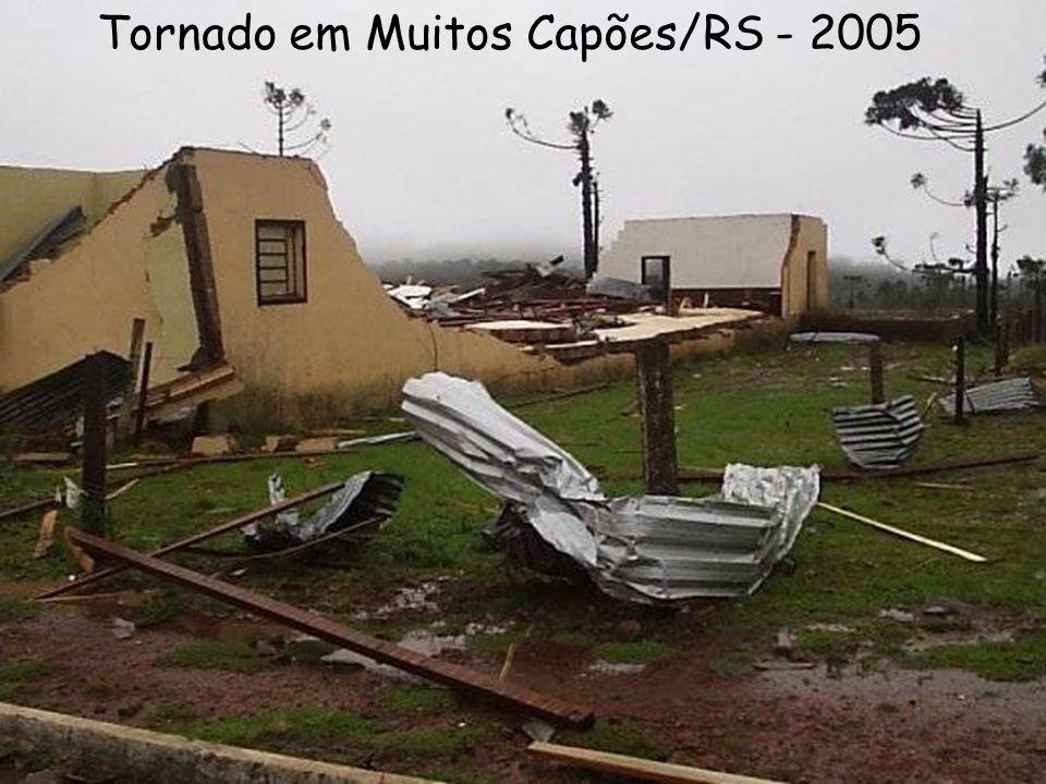 Tornado em Muitos Capões/RS - 2005