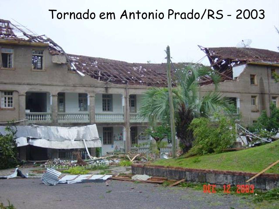 Tornado em Antonio Prado/RS - 2003