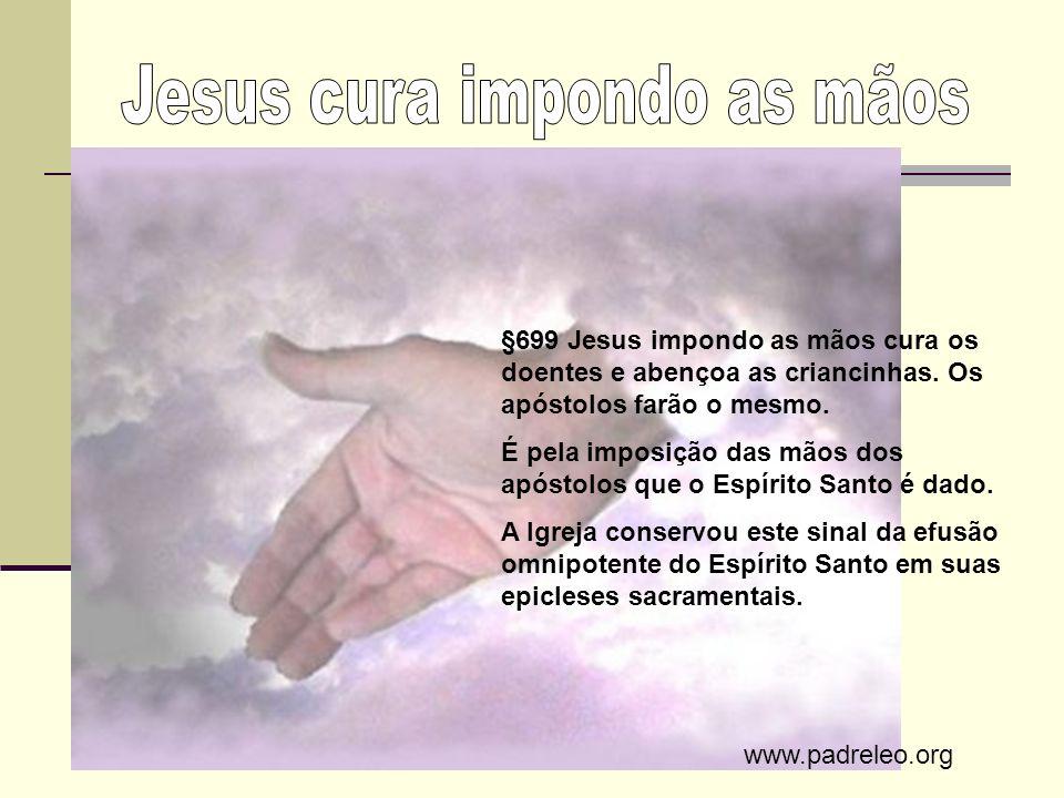 Jesus cura impondo as mãos