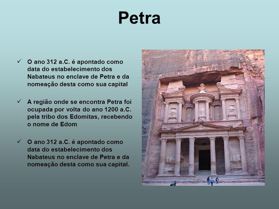 Petra O ano 312 a.C. é apontado como data do estabelecimento dos Nabateus no enclave de Petra e da nomeação desta como sua capital.