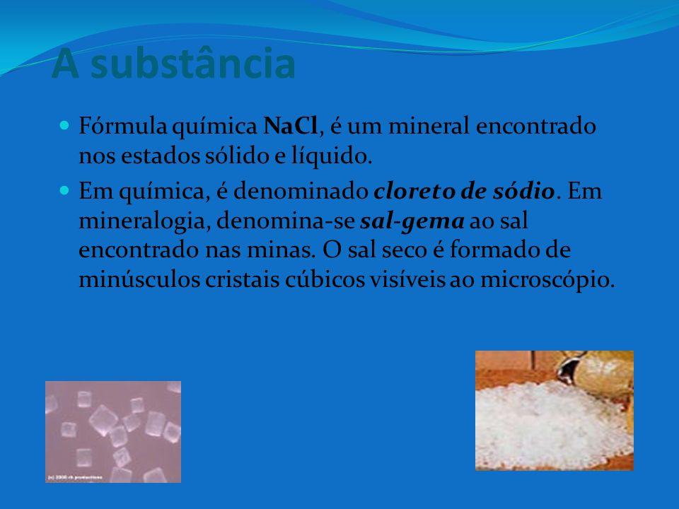 A substância Fórmula química NaCl, é um mineral encontrado nos estados sólido e líquido.