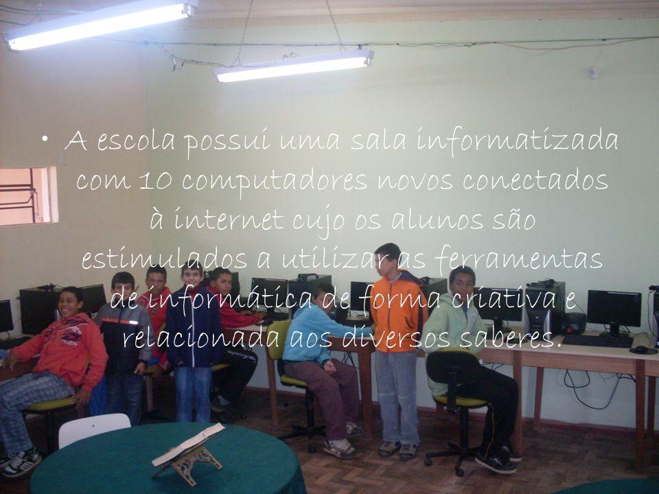 A escola possui uma sala informatizada com 10 computadores novos conectados à internet cujo os alunos são estimulados a utilizar as ferramentas de informática de forma criativa e relacionada aos diversos saberes.