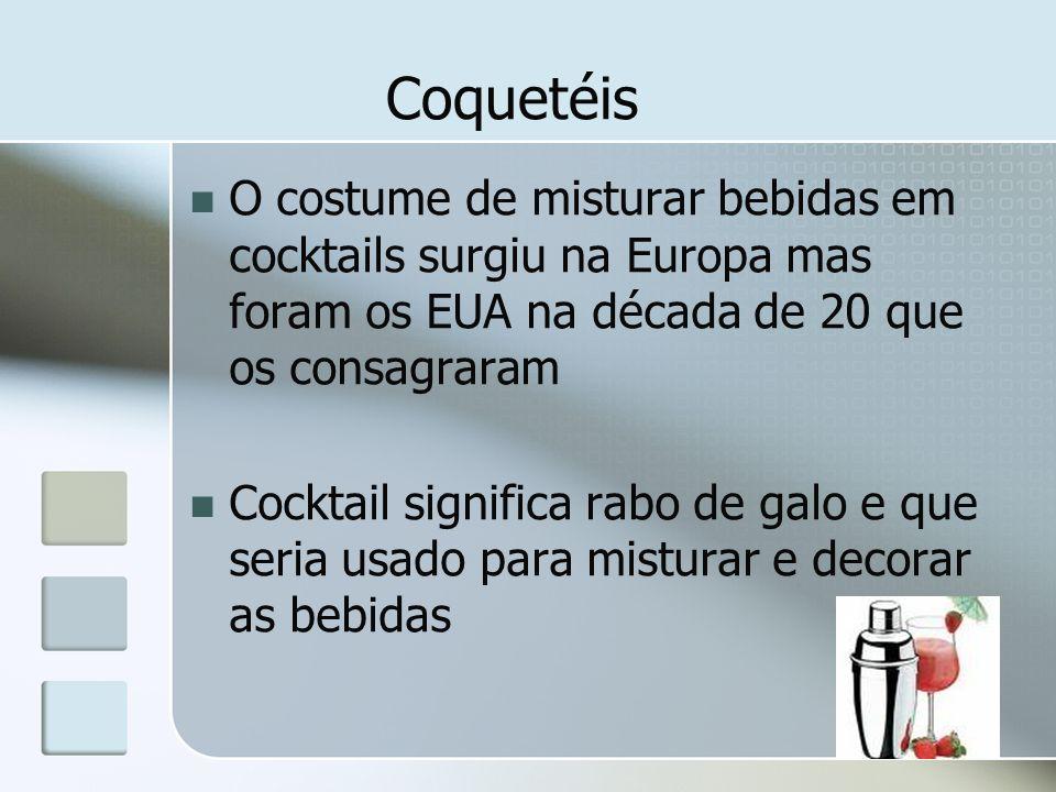 CoquetéisO costume de misturar bebidas em cocktails surgiu na Europa mas foram os EUA na década de 20 que os consagraram.