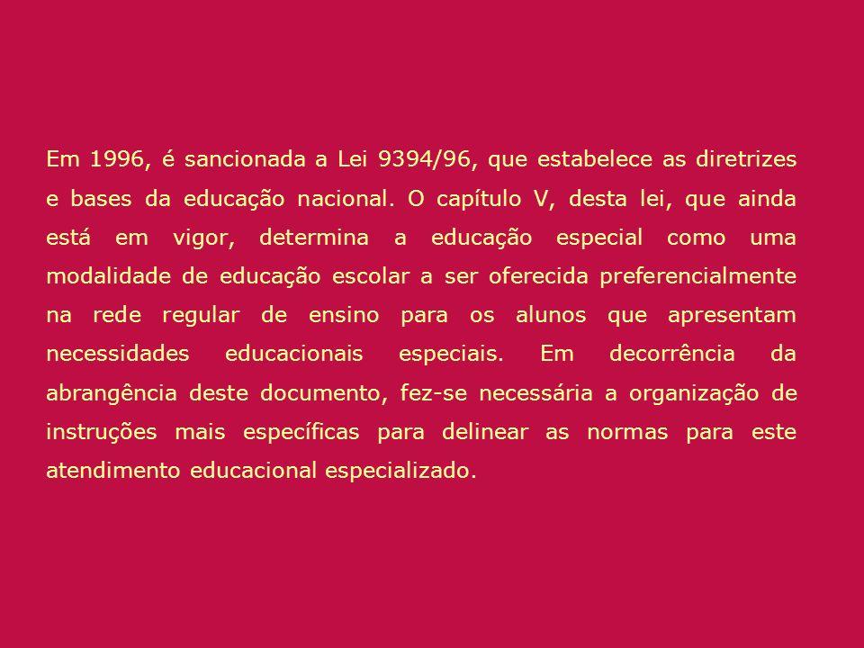 Em 1996, é sancionada a Lei 9394/96, que estabelece as diretrizes e bases da educação nacional.