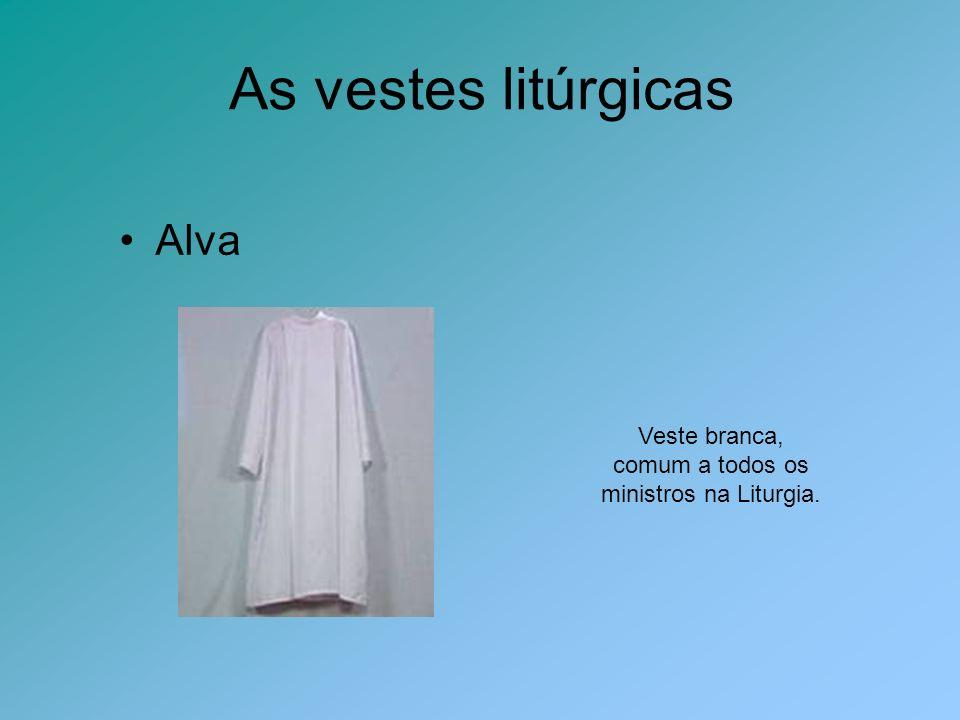 Veste branca, comum a todos os ministros na Liturgia.