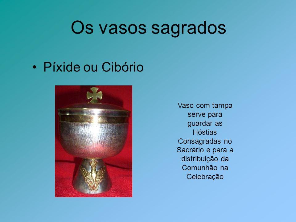Os vasos sagrados Píxide ou Cibório