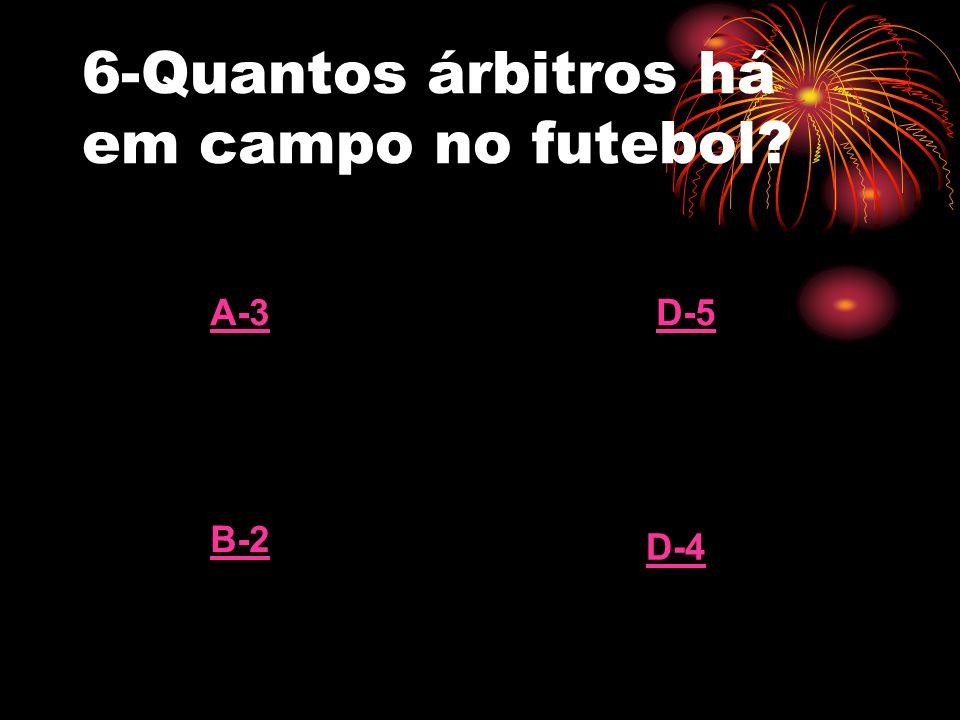 6-Quantos árbitros há em campo no futebol