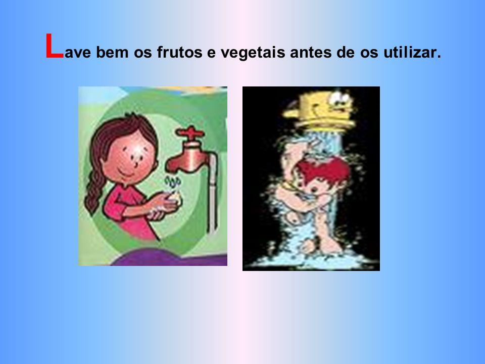 Lave bem os frutos e vegetais antes de os utilizar.