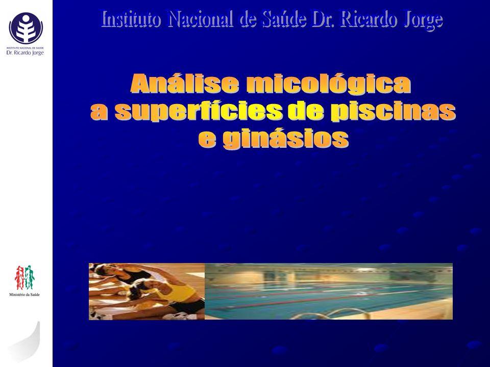 a superfícies de piscinas e ginásios