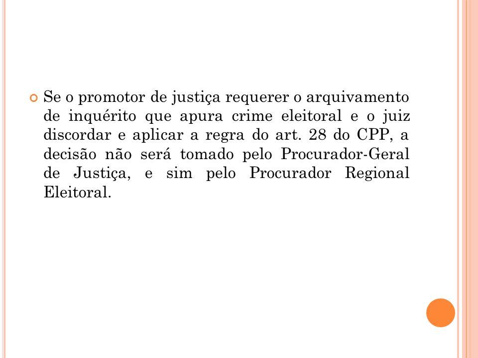 Se o promotor de justiça requerer o arquivamento de inquérito que apura crime eleitoral e o juiz discordar e aplicar a regra do art.