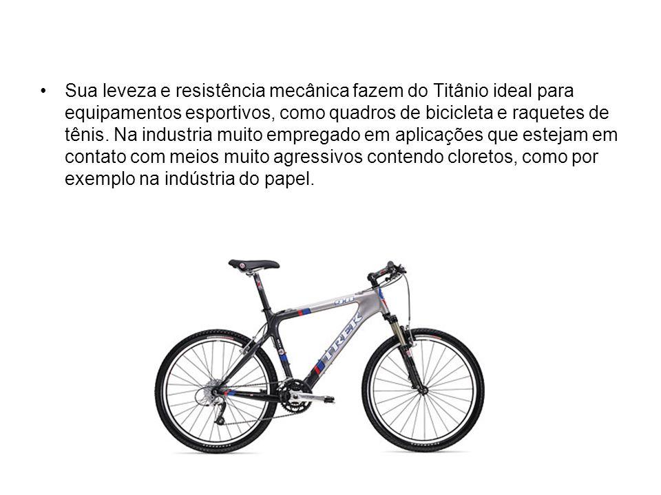 Sua leveza e resistência mecânica fazem do Titânio ideal para equipamentos esportivos, como quadros de bicicleta e raquetes de tênis.