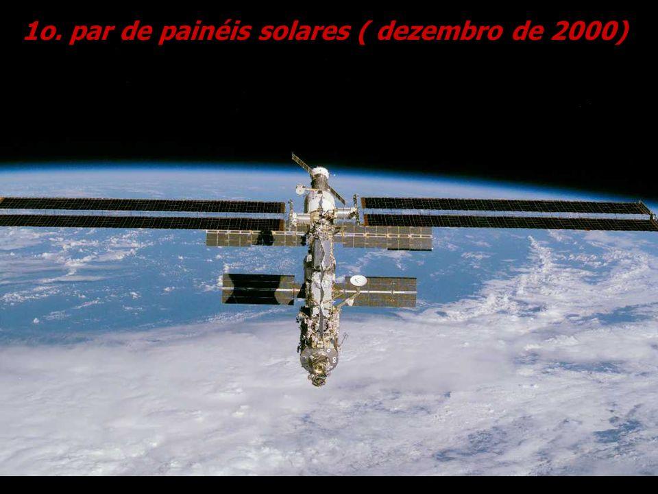 1o. par de painéis solares ( dezembro de 2000)