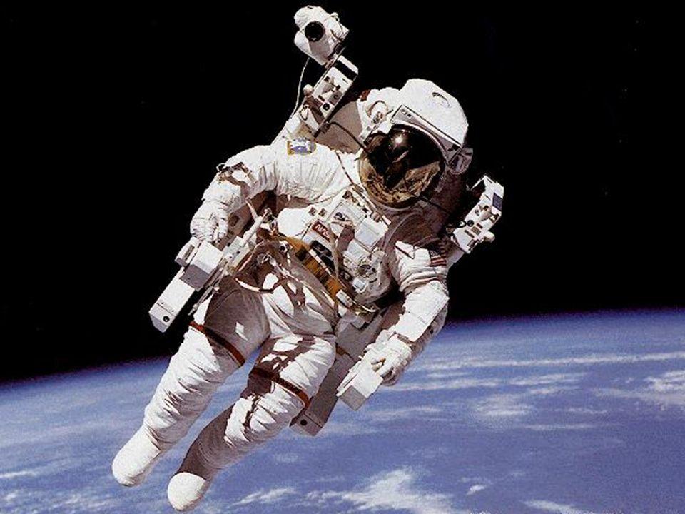 1984, Bruce MacCandless passeia no espaço usando uma mochila movida a jatos de nitrogênio, da missão do ônibus espacial Challenger.