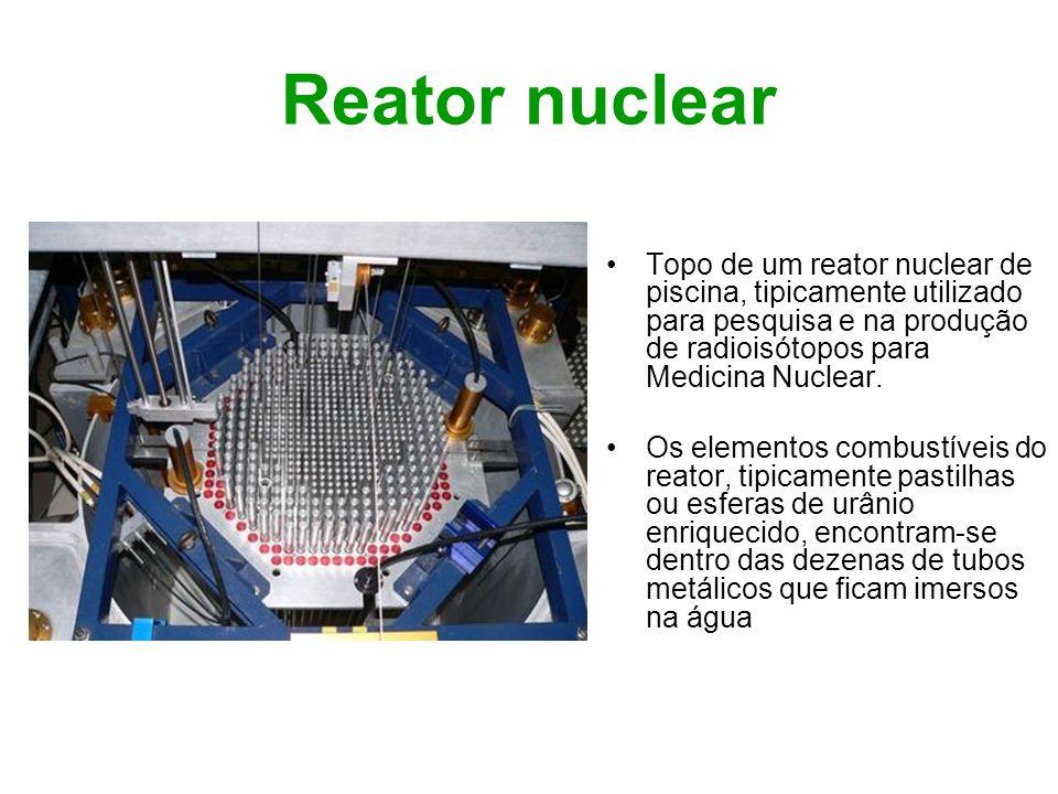 Reator nuclear Topo de um reator nuclear de piscina, tipicamente utilizado para pesquisa e na produção de radioisótopos para Medicina Nuclear.