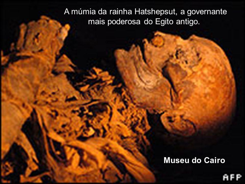 A múmia da rainha Hatshepsut, a governante mais poderosa do Egito antigo.