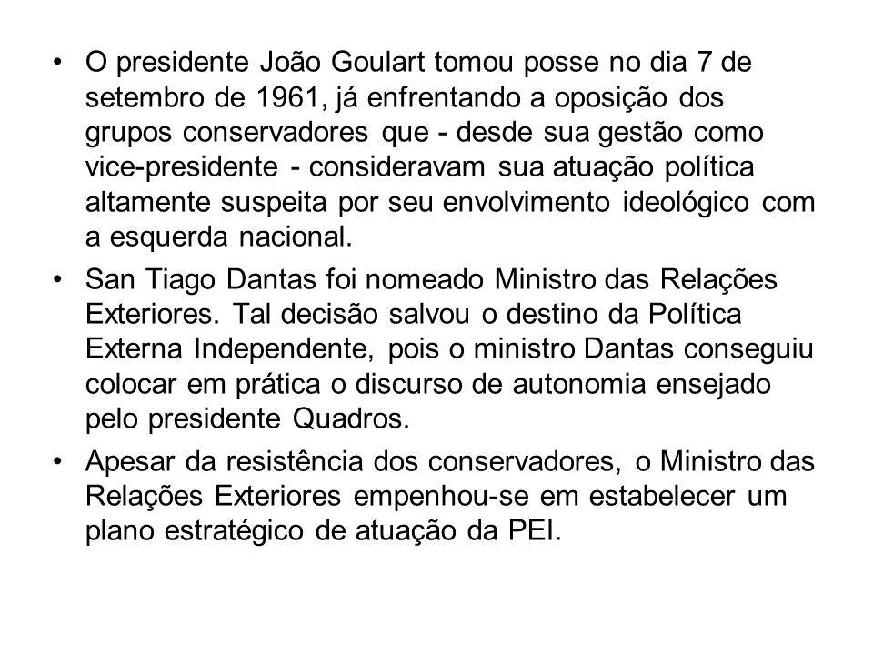 O presidente João Goulart tomou posse no dia 7 de setembro de 1961, já enfrentando a oposição dos grupos conservadores que - desde sua gestão como vice-presidente - consideravam sua atuação política altamente suspeita por seu envolvimento ideológico com a esquerda nacional.
