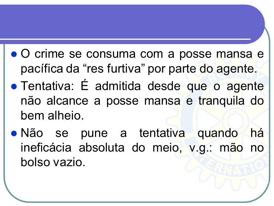 O crime se consuma com a posse mansa e pacífica da res furtiva por parte do agente.