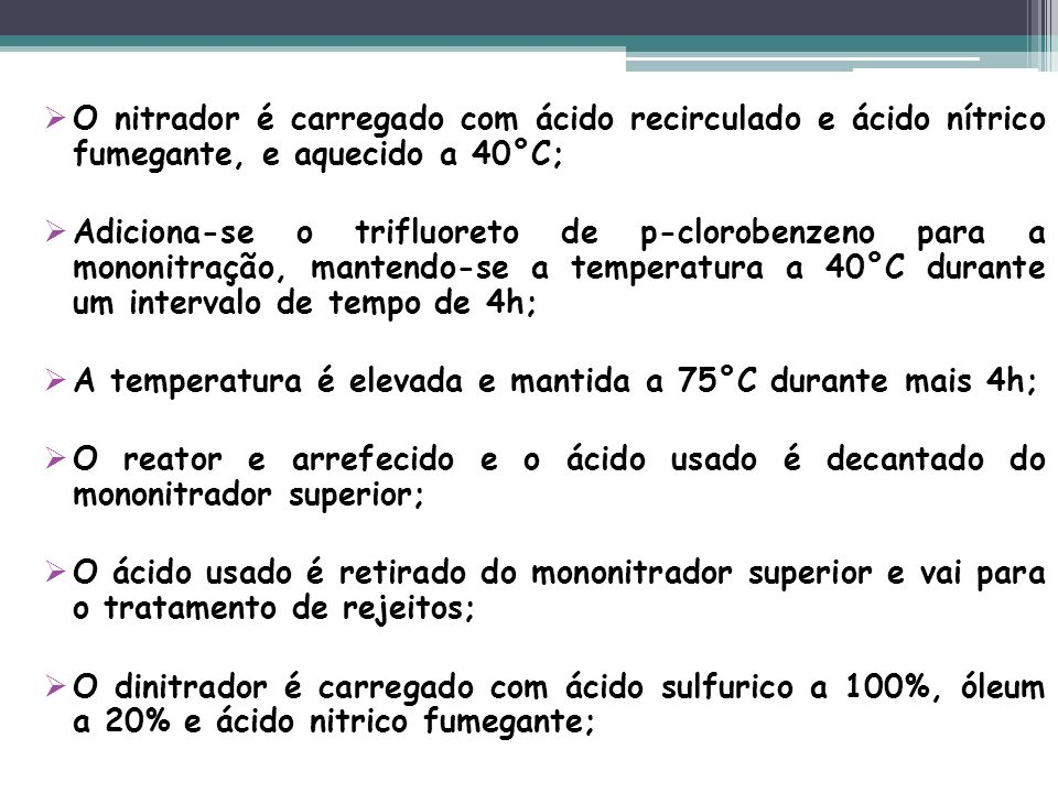 O nitrador é carregado com ácido recirculado e ácido nítrico fumegante, e aquecido a 40°C;