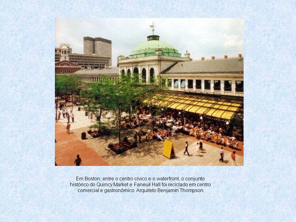 Em Boston, entre o centro cívico e o waterfront, o conjunto histórico do Quincy Market e Faneuil Hall foi reciclado em centro comercial e gastronômico.