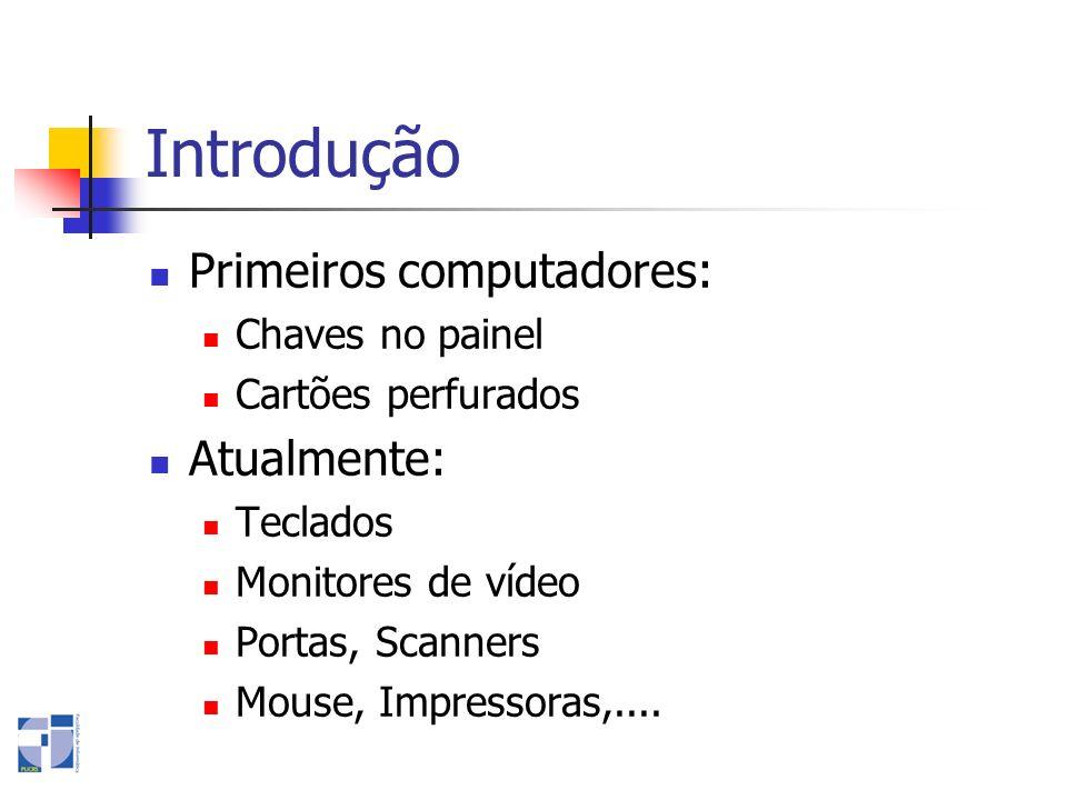 Introdução Primeiros computadores: Atualmente: Chaves no painel