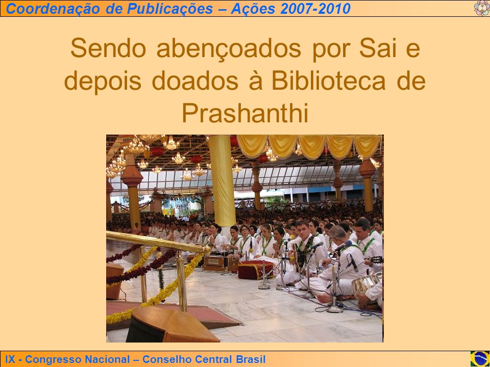 Sendo abençoados por Sai e depois doados à Biblioteca de Prashanthi