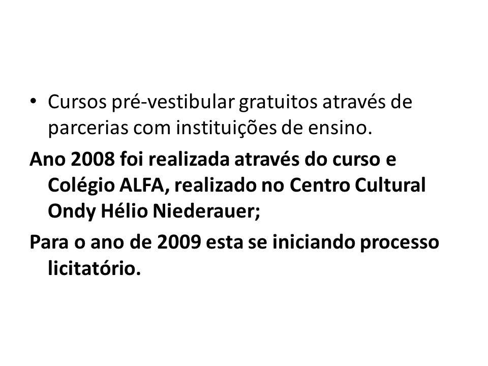 Cursos pré-vestibular gratuitos através de parcerias com instituições de ensino.