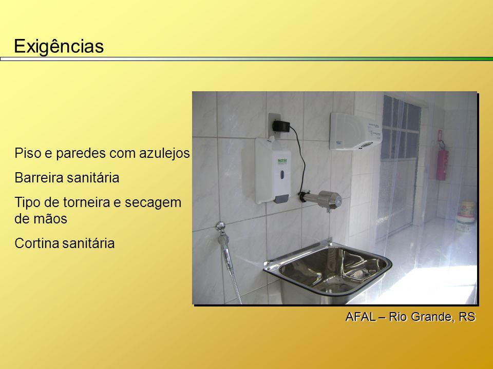 Exigências Piso e paredes com azulejos Barreira sanitária